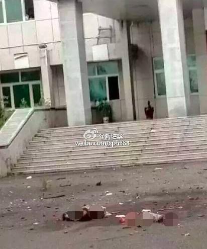 当事人在法院门口引爆炸药